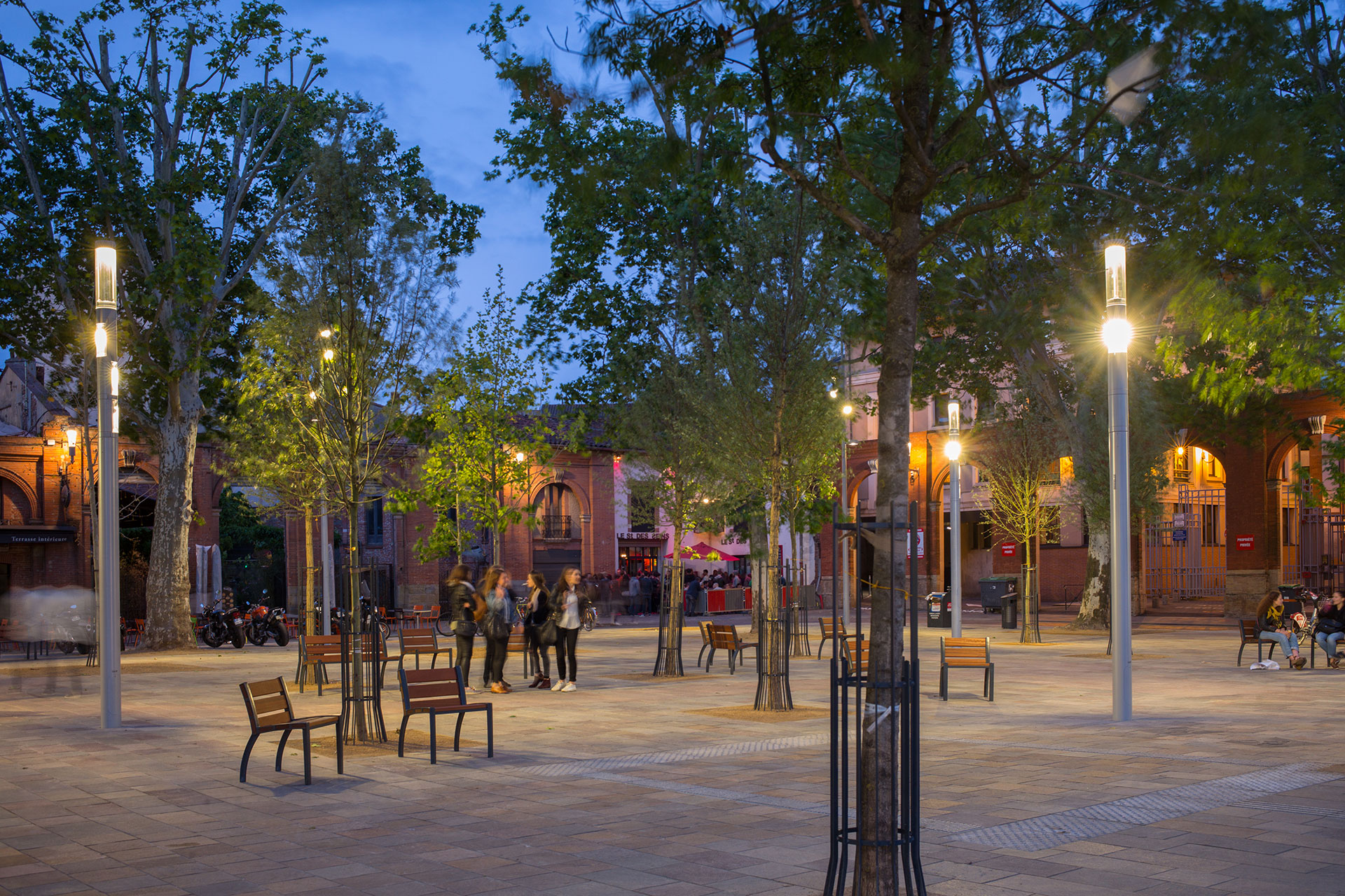 Shuffle contributes to transforming Saint Pierre Square into a vibrant connected environment in the heart of Toulouse