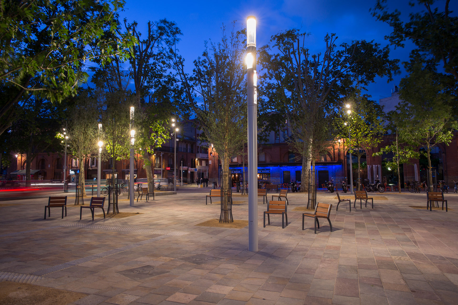 Shuffle ensures that Saint Pierre Square benefits from a warm, uniform light at night to create a welcoming nocturnal ambiance